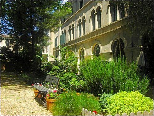 Secret Garden 4 - Sunny pool, shady garden, walk to shops, galleries and restaurants - Image 1 - Pezenas - rentals