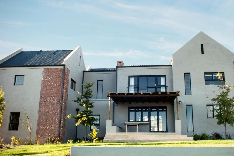 Front view of the Gilga House with a breakfast patio. - Gilga Wine Farm - Stellenbosch - rentals