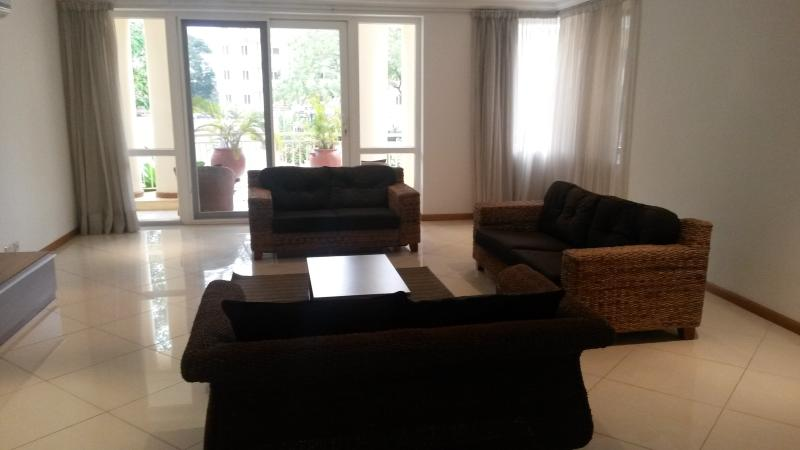 Living Area - Spacious 3 Bedroom Apartment ideal for Corporates - Accra - rentals