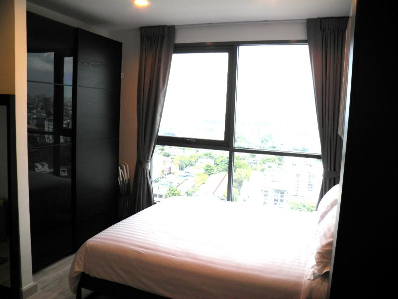 The bedroom and window view from the 23rd floor - The Nest Stunning apartment top floor - 30% OFF - Bangkok - rentals