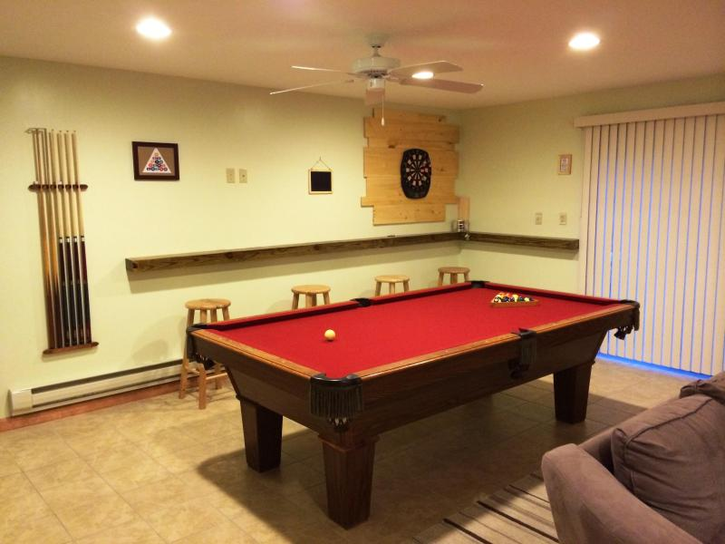 First Level - Family Room - Pool Table - Ski, Sauna, Pool Table, Fireplace. Lake, Poconos - Albrightsville - rentals