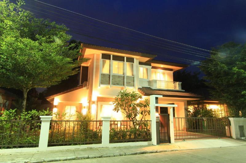 "'Affordable Luxury' - ""Affordable Luxury"" New Detached 4 Bedroom Villa - Chiang Mai - rentals"