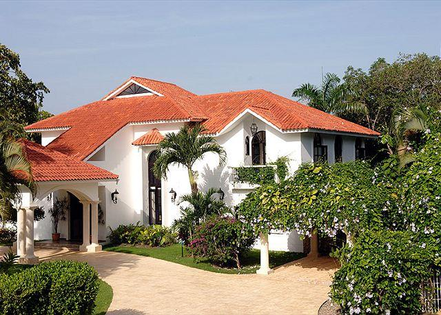 front of villa - This exceptional vacation home has everything to vacation as a king - Sosua - rentals