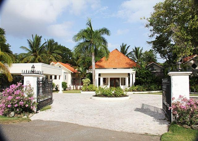 entrance of the villa - Vacation as a king in this refained caribbean villa - Sosua - rentals