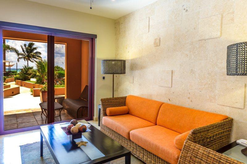 El Faro Coral 105 Resort-Style Condo Rental - Image 1 - Playa del Carmen - rentals