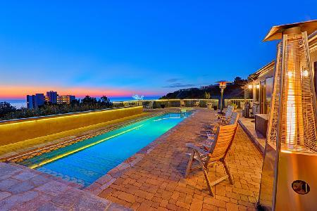 Costebelle villa minutes from downtown with Saltwater lap pool & Hot tub - Image 1 - La Jolla - rentals