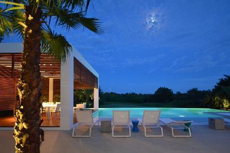 Modern Villa Yara-ri on the 9th Hole with saltwater infinity pool, In-pool dining & staff - Image 1 - Altos Dechavon - rentals