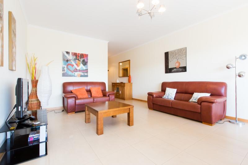 468561 - Spacious and Modern 3 Bedroom Ground Floor Apartment with Pool and BBQ, Sleep 6 - Image 1 - Sao Martinho do Porto - rentals
