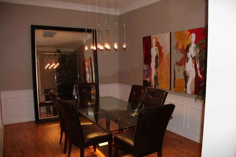 Dining in style! - Huge Lake View Loft Style Penthouse on Vista Cay - Orlando - rentals