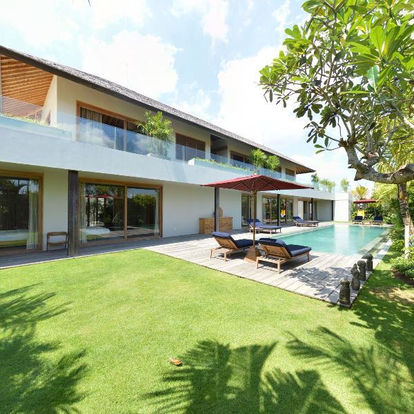 Villa by day - Villa Louwie, 5 bedroom luxury villa - Canggu - rentals