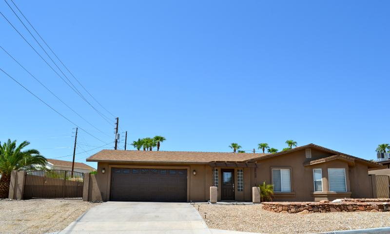 Remodeled 3 bedroom with Boat/ RV Parking - Image 1 - Lake Havasu City - rentals