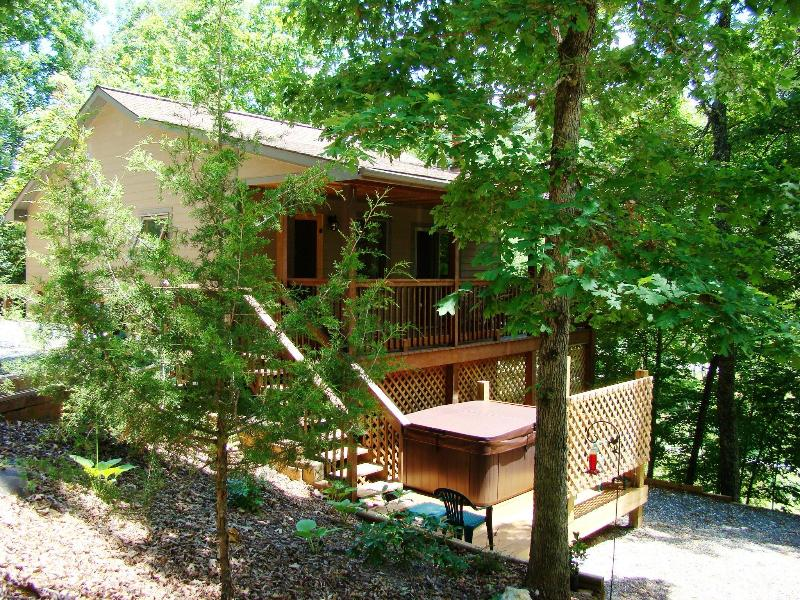 Fox Den Cabin in the Smokies near Cherokee and the casino - FOX DEN CABIN near Cherokee in the Smoky Mountain - Cherokee - rentals