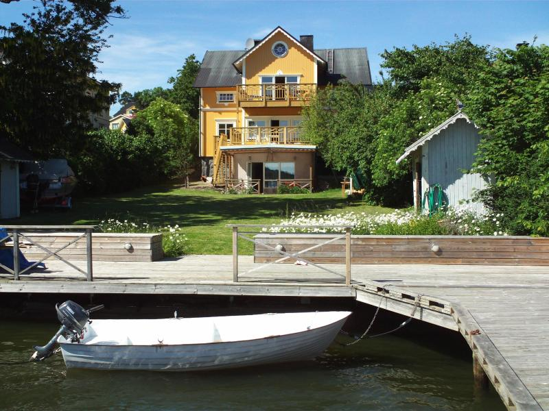 The villa from seaside, private pier, rowing boat with motor 6hp and life jackets in different size - Waterfront Villa in Vaxholm, ground floor - Vaxholm - rentals