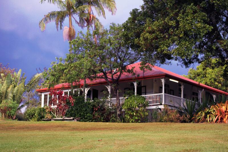 The historic timber Queenslander which will be your home - Bend Of The River - Farm near the Sea - Gold Coast - Elanora - rentals