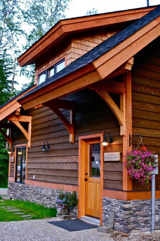 Unique Timberframe Getaway ~ Revelstoke TimberLoft - Image 1 - Revelstoke - rentals