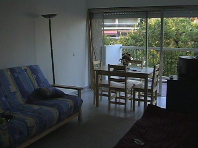 French Riviera Apartment, Cozy 2 Bedroom Holiday Home - Image 1 - Nice - rentals