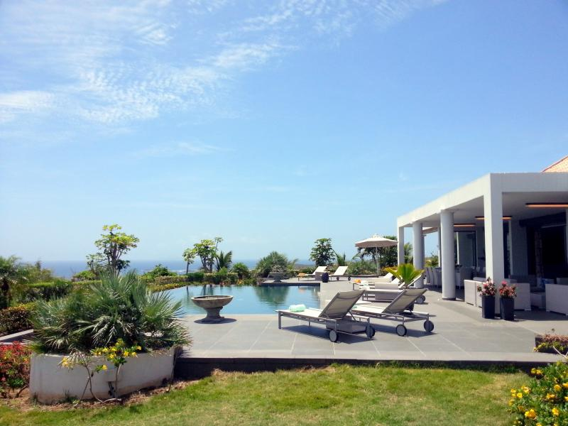 Superb villa for weekly / monthly rent with tremendous view - Image 1 - Saint Martin - rentals