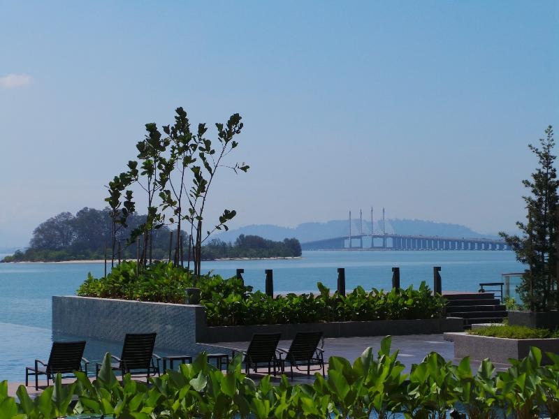 Infinity Pool with magnificent Views of Penang Bridge - Luxury Resort Living at The Light Collection II - Gelugor - rentals
