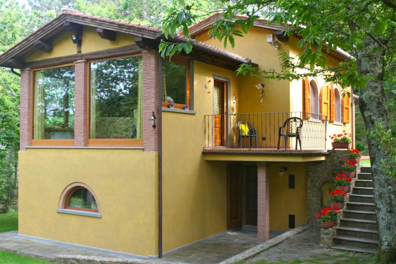 Villa with private garden and outside whirlpool - Image 1 - Massa e Cozzile - rentals