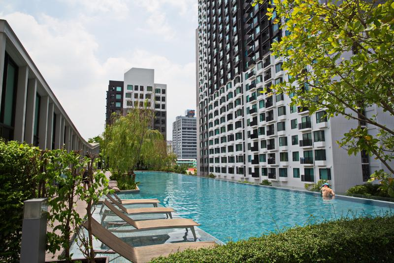Hardly found in BKK. a salt water pool. 50 meters! - New 1BR MEGAfacilities by Thonglor (+Pool) - Bangkok - rentals