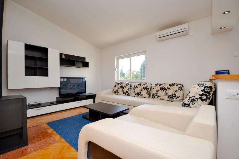 Apartment Olga - 37092-A1 - Image 1 - Makarska - rentals