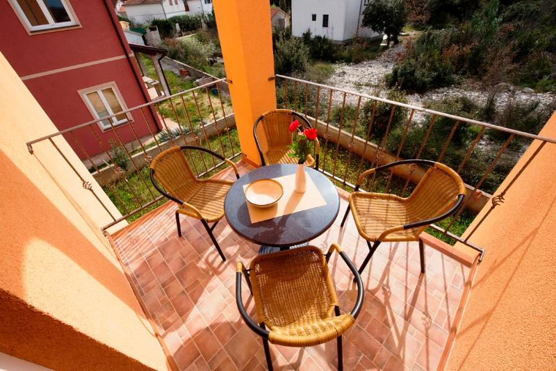 Apartments Ante - 39562-A1 - Image 1 - Jadrija - rentals