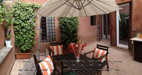 Perfect Trastevere Terrace-Cute-Affordable-Dorotea - Image 1 - Rome - rentals