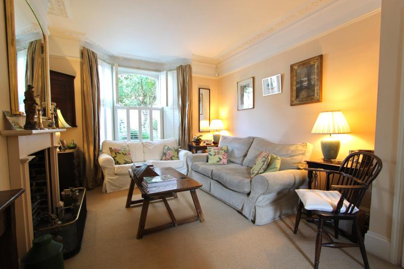 Campana Road,(IVY LETTINGS). Fully managed, free wi-fi, discounts available - Image 1 - London - rentals