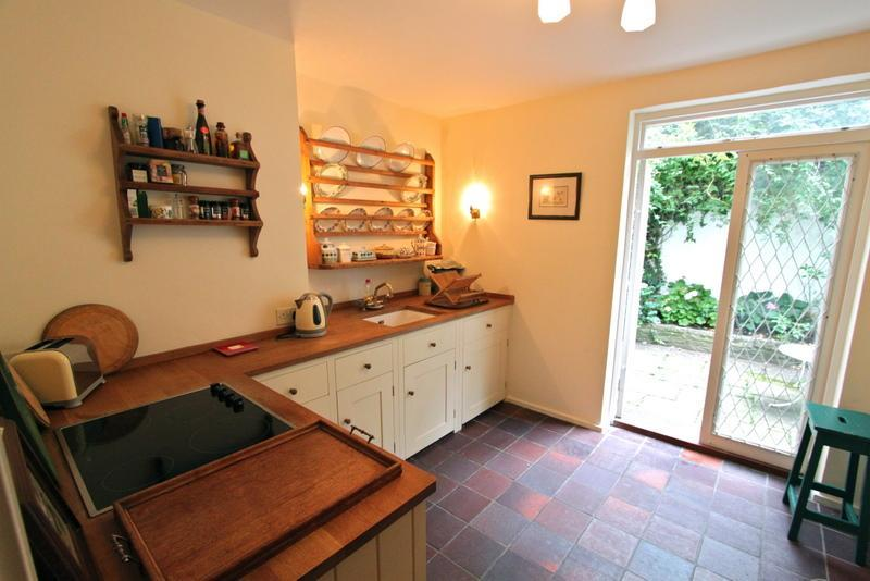 Paradise Walk Vacation Rental with Free Wifi and Discounts - Image 1 - London - rentals