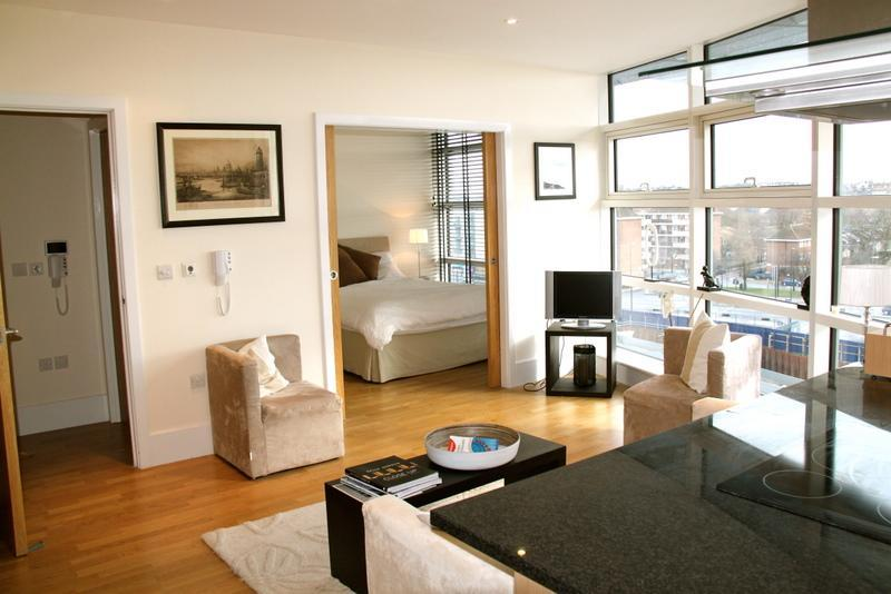 Floor to Ceiling Glass - Battersea Reach, (IVY LETTINGS). Fully managed, free wi-fi, discounts available - London - rentals