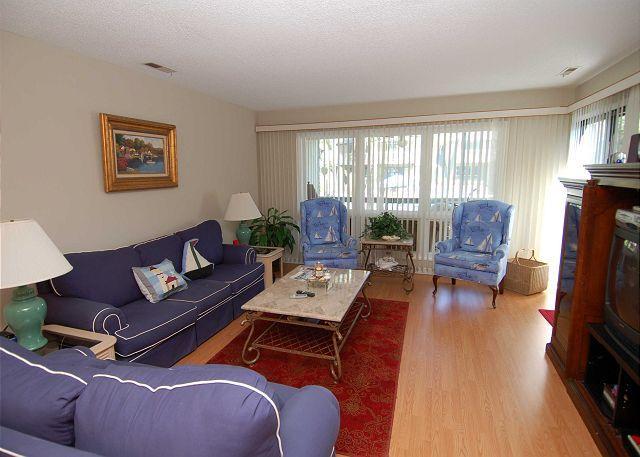 Living Room - 306 Tennismaster. 3 Bedroom Shipyard townhouse- 5 minutes to the beach - Hilton Head - rentals