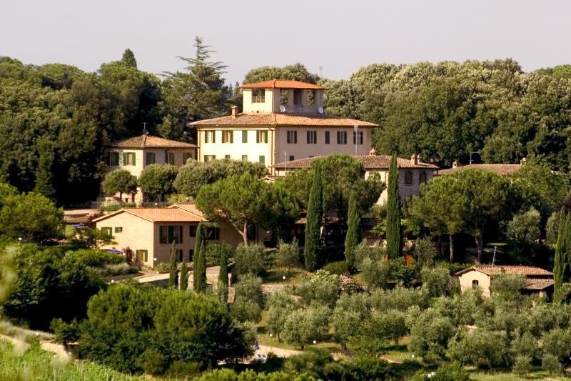 Family-Friendly Apartment Close to Siena  - Terra di Siena 9 - Image 1 - Siena - rentals