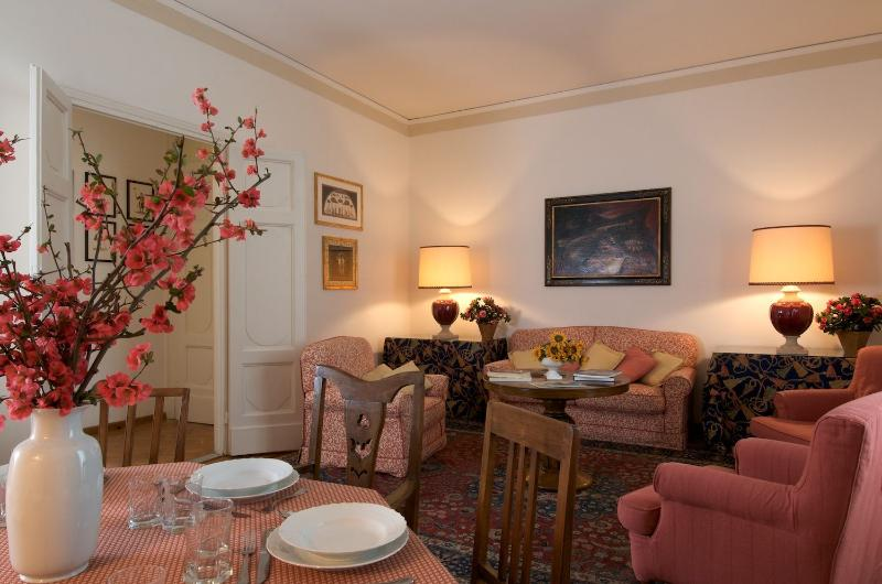 Florence Holiday Apartment - Palazzo Torrigiani - Orchestra - Image 1 - Florence - rentals