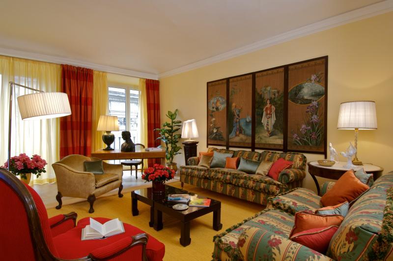 Elegant Apartment in Florence City - Piazza Antinori - Adrianna - Image 1 - Florence - rentals