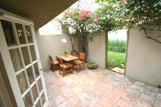 STUDIO WITH GARDEN  PATIO  (2825) - Image 1 - Los Angeles - rentals