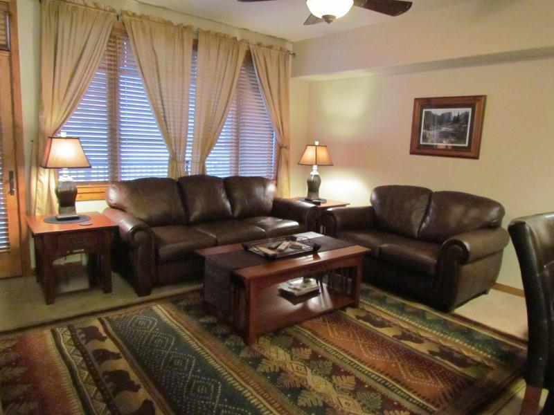 Family Room with Leather Sofas - 1BR2BA 5 Star Lakeside NEW KING Jacuzzi FP Garage - Frisco - rentals