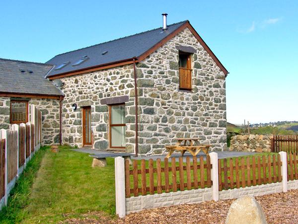 Y STABAL, character holiday cottage, with a garden in Criccieth, Ref 2354 - Image 1 - Criccieth - rentals