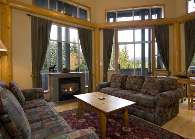 Living Area with Scenic Views, Vaulted Ceiling and Gas Fireplace - Glacier Lodge 229 | 1 Bedroom + Den, Easy Access to Shops, Cafes and Mountain - Whistler - rentals