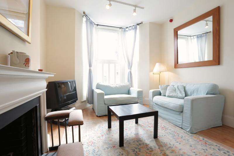 Earls Court Gardens (Ivy Lettings vacation rental) - Image 1 - London - rentals