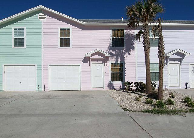 Tropical house, beach toys, pool and just 2 blocks from the beach! - Image 1 - Port Aransas - rentals