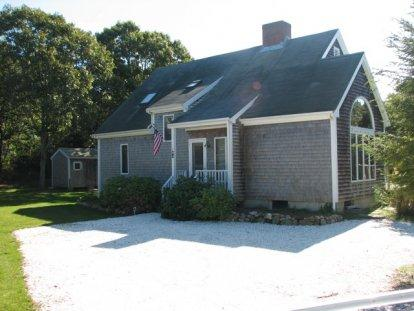STYLISH CONTEMPORARY BETWEEN VILLAGE AND BEACH - KAT CCOL-94 - Image 1 - Edgartown - rentals