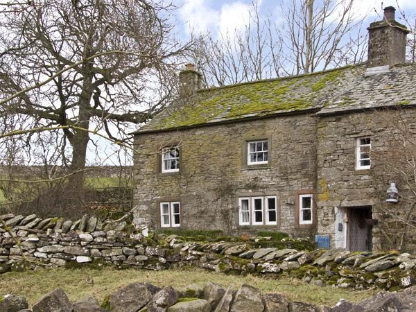 FELLGATE FARM, family friendly, character holiday cottage, with a garden in Helton, Ref 3787 - Image 1 - Helton - rentals
