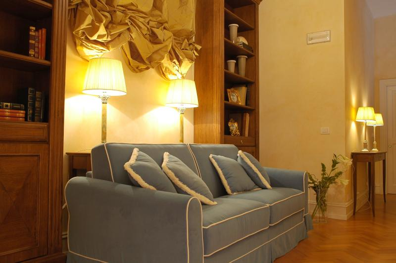 Charming Apartment in a Florence Palazzo on the Arno  - Palazzo dell'Arno - Citrine - Image 1 - British Virgin Islands - rentals