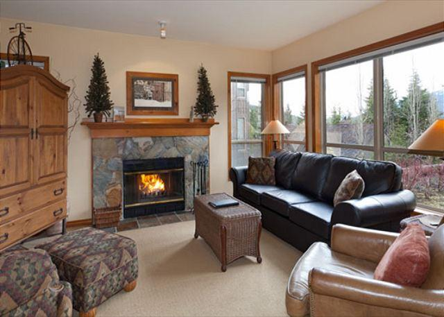 Spacious Lounge Area with Presto Log Fireplace - Painted Cliff #28 | Whistler Platinum | 2 Bed Ski In/Ski Out, Shared Hot Tub - Whistler - rentals