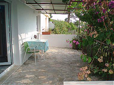 C(2): garden terrace - 00313BREL  C(2) - Brela - Brela - rentals
