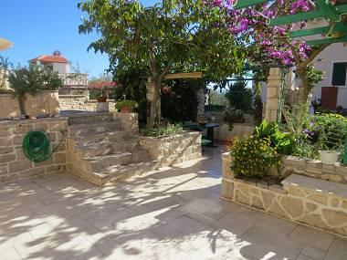 A4(2): garden terrace - 01001BOL A4(2) - Bol - Bol - rentals