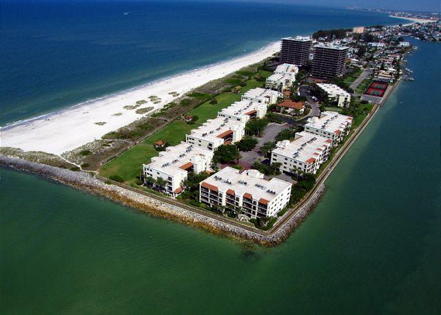 Beachfront gated condominium located directly on the Gulf of Mexico in Sunset Beach on Treasure Island - Land's End #208 building 1 - Bay Front - Treasure Island - rentals
