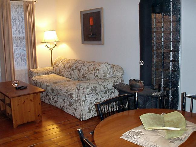 Living/Dining Room - Calder's Cottage in the historic artistic Rondout - Kingston - rentals