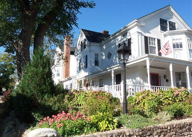 Front of House - URBAC - Gracious Renovated Sea Captains Home, Perfect In-town Location - Vineyard Haven - rentals