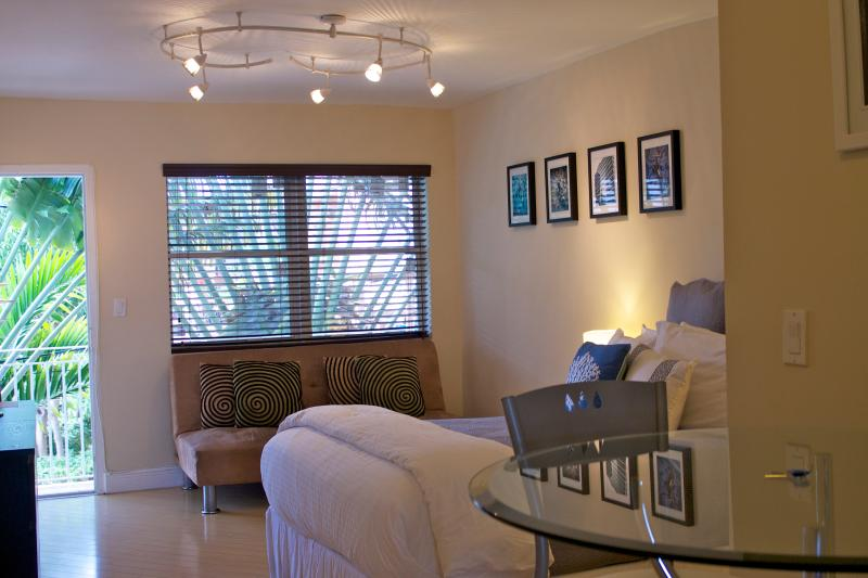 Daily housekeeping-Studio SOBE-PARKING INCLUDED - Image 1 - Miami Beach - rentals